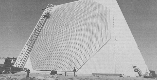 Photo of a ground-based phased array radar made by ARPA.